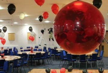 Exploding first dance balloon